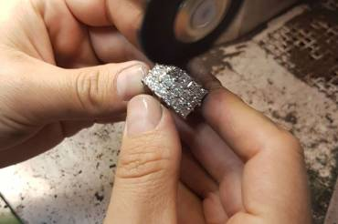Jewellery polishing and cleaning